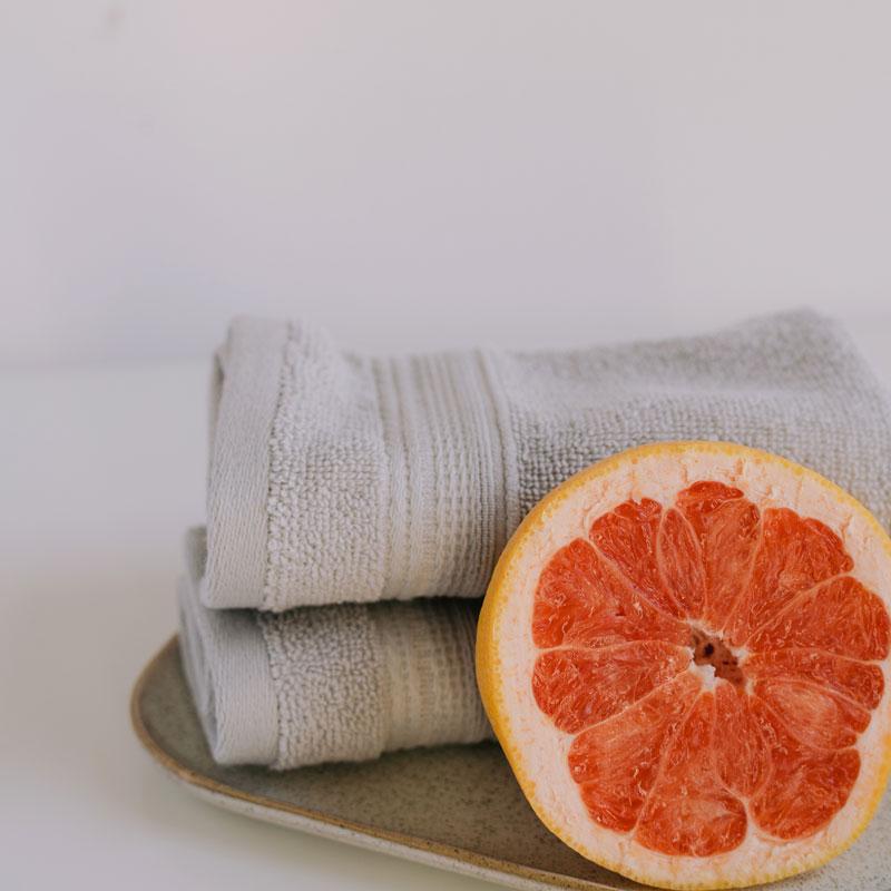 Kuvituskuva, pyyhe ja hedelmä hierontaan.